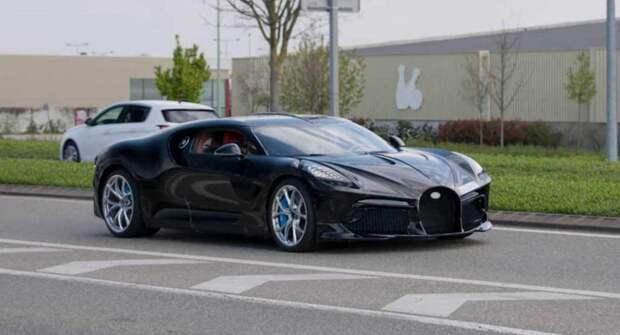 Уникальную версию Bugatti La Voiture Noire заметили на дороге общего пользования