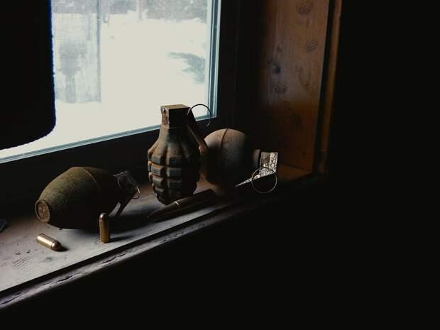 В Москве должник с гранатой забаррикадировался от приставов