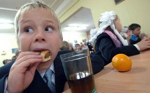 Фашисты отменили питание в школах Украины для самых маленьких