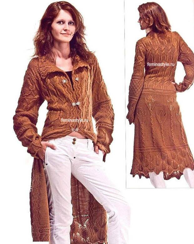 Вязаное спицами коричневое пальто