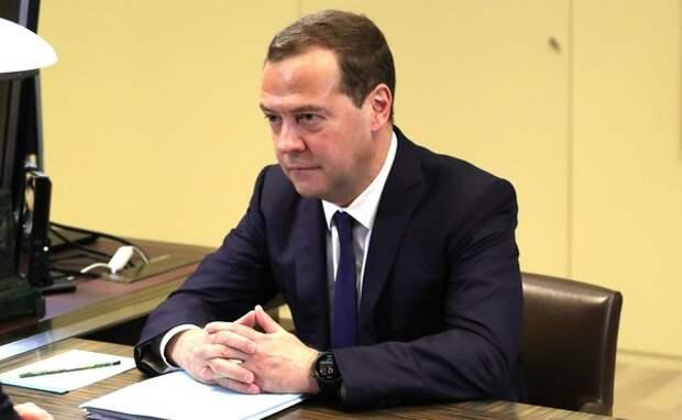 Медведев предложил Вьетнаму помощь в связи со штормом