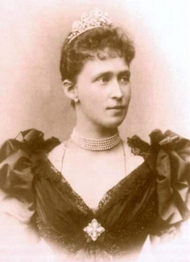 Как выглядели сестры императрицы Александры Федоровны