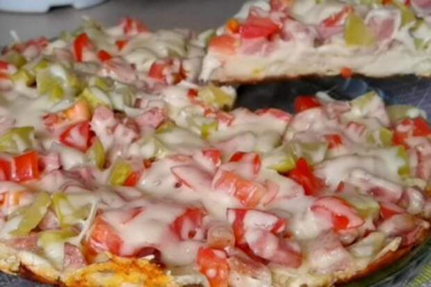 Фото к рецепту: Пицца из лаваша на сковороде за 15 минут