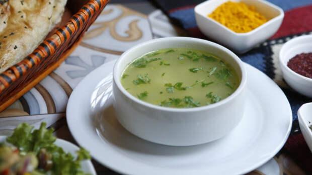 Куриный суп с лапшой оказался вреден для пищеварения