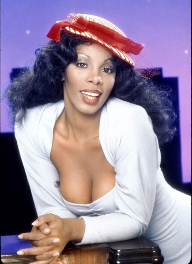 Портретная фотография певицы, которую называли «королевой диско».