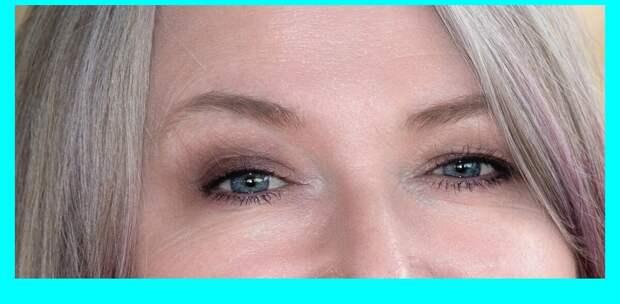 С тушью макияж глаз выглядит законченным