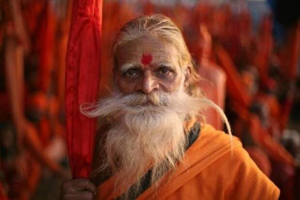 Старенький усатый индус