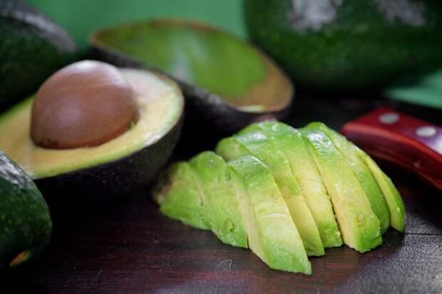 чем полезна косточка авокадо