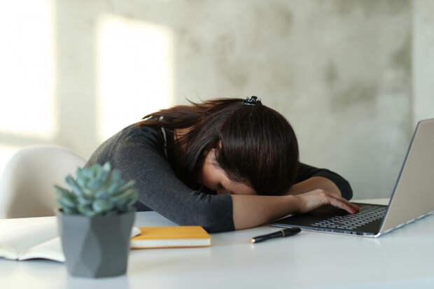woman-office-1-1024x683 Синдром профессионального выгорания: как вернуть интерес к работе?