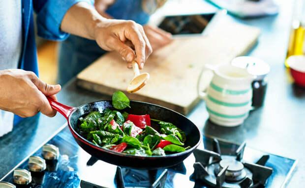 Повар показал самые частые ошибки на кухне, которые люди делают каждый день