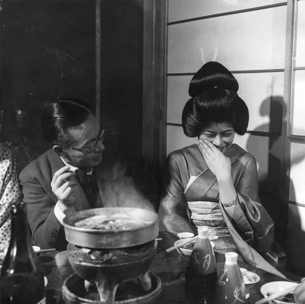 Жизнь японских гейш в винтажных фотографиях