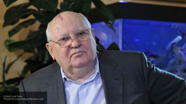 Горбачев призвал не допустить военных действий в Белоруссии