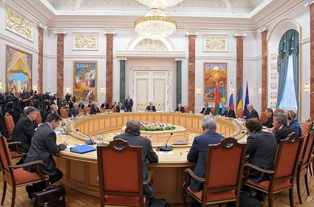 Новые представители Киева в Минском формате «не ведут» переговоры с ЛДНР