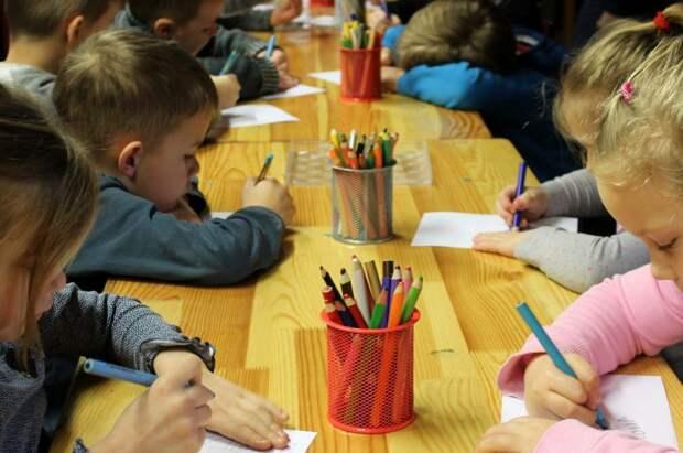 Занятия в развивающей детской студии на Синявинской продлятся до конца мая — администрация