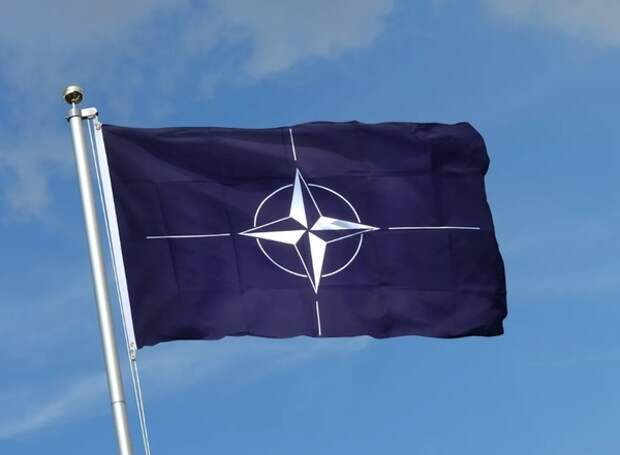 В НАТО ответили на слова Лукашенко о «лязганье гусеницами»