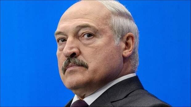 Перевыборы главы государства грозят гибелью Белоруссии, заявил Лукашенко митингующим