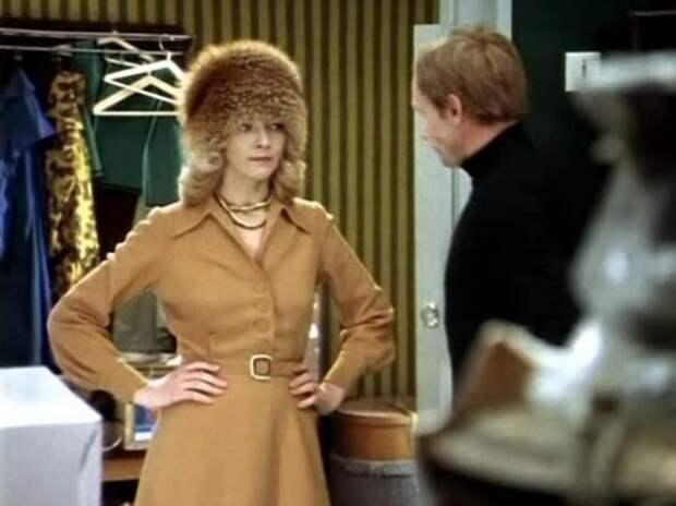Кадр из фильма *Служебный роман*, 1977 | Фото: april-knows.ru