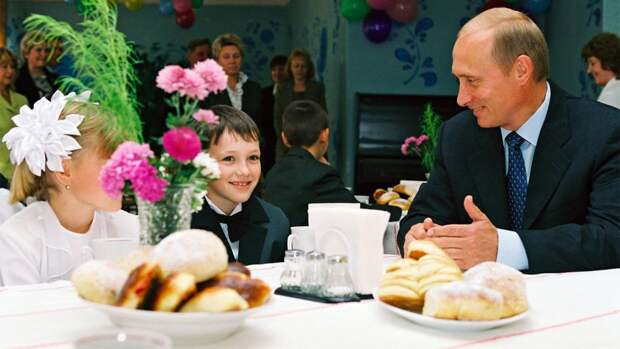 10 редких фото Путина, на которых он не выглядит как президент