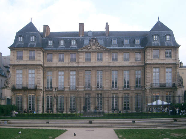 https://cdn.britannica.com/48/124648-050-554884A3/Picasso-Museum-Paris-Hotel-Sale.jpg