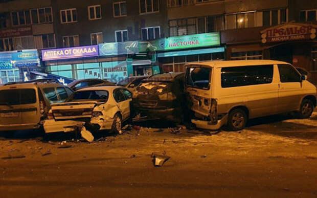 Пьяный водитель без прав протаранил 6 машин