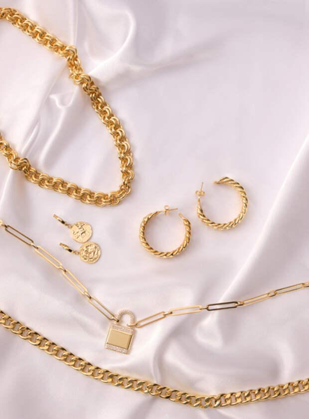 Цепи и кольца: Ани Лорак выступила соавтором коллекции украшений