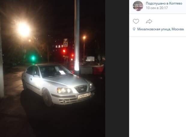 На Михалковской авто заблокировало въезд на парковку