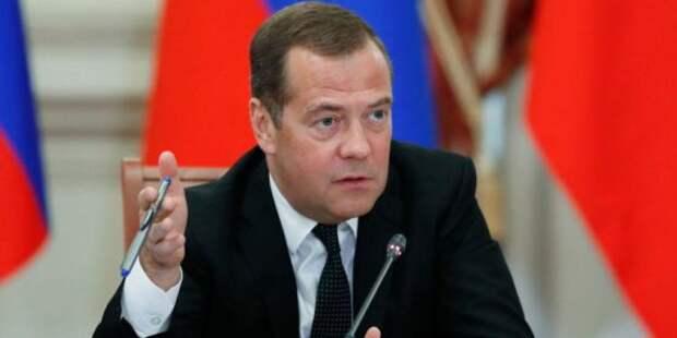 Игра словами: Медведев поручил ускорить российскую экономику