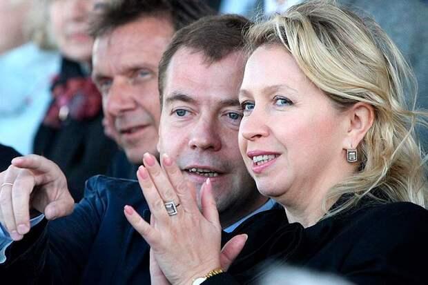 Медведева Светлана, отрицает родство с удачливыми бизнесменами из «Мироторга» потому что Линник, распространенная фамилия