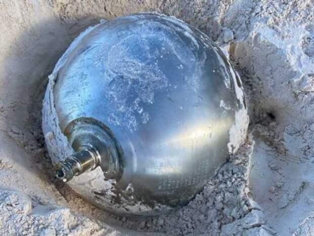 Жительница Британии нашла на Багамах странный шар с русскими надписями