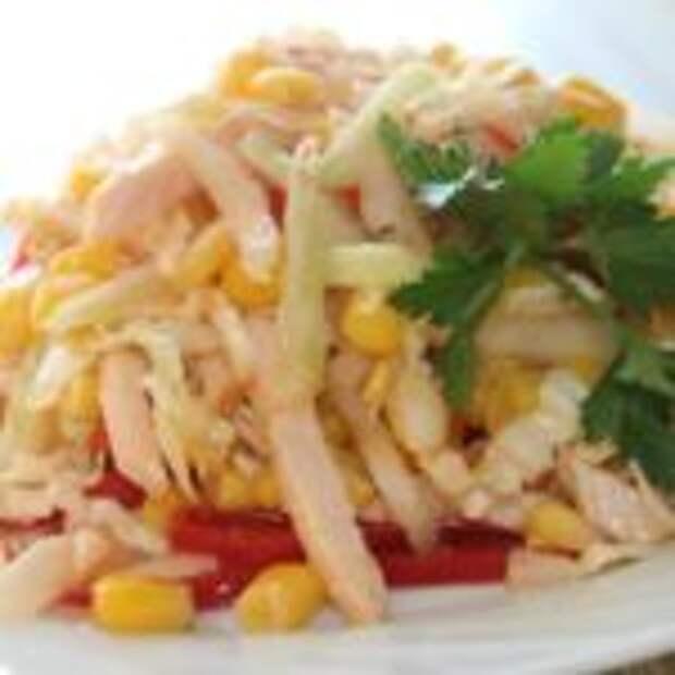 Салат из пекинской капусты с курицей, кукурузой и болгарским перцем
