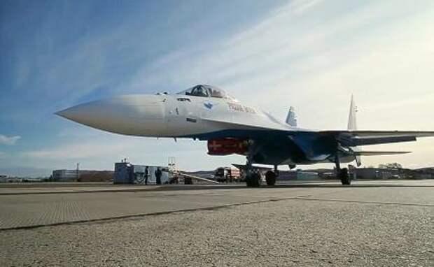 На фото: истребитель Су-35С