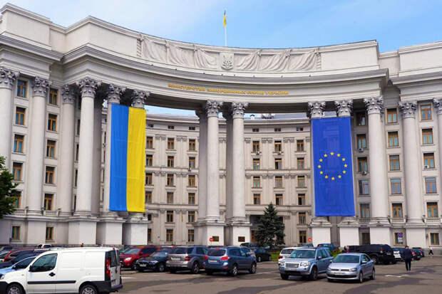 Украина вышлет старшего дипломата посольства РФ в Киеве