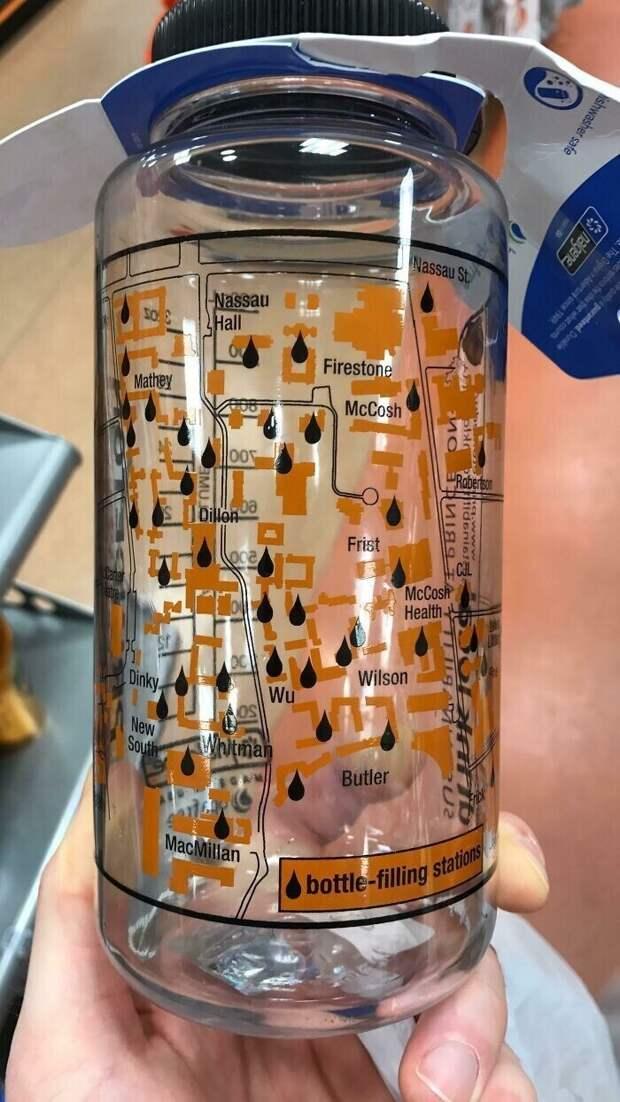 Колледж выпустил для студентов бутылки для воды с картой студенческого городка и отмеченными на ней кранами и фонтанчиками, где можно наполниить бутылку