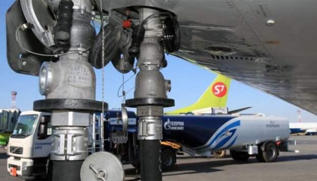 Gazpromneft_samolet_zapravka