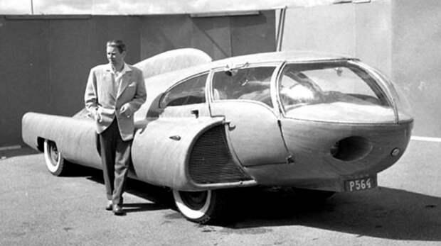 Изобретатель Берггрен у своего фантастического сооружения на шасси довоенного такси Dodge. 1952 год авто, автодизайн, автомобили, дизайн, интересные автомобили, минивэн, ретро авто