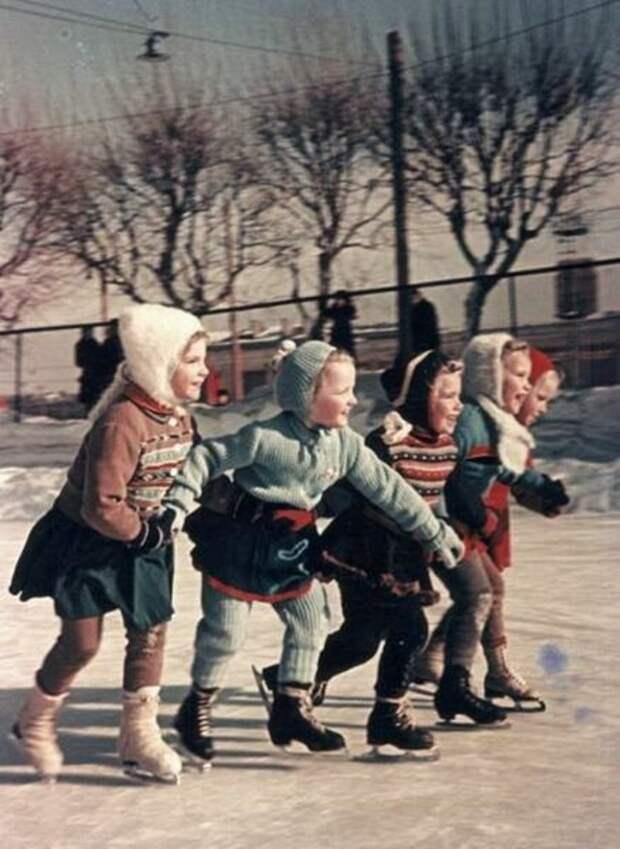 На коньках!