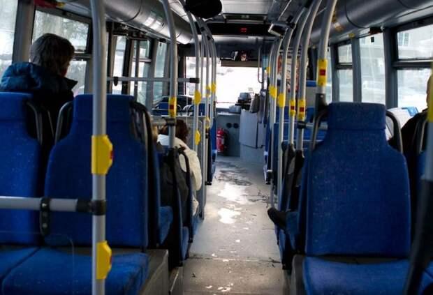 Российский водитель автобуса отобрал у школьницы шапку в счет оплаты проезда