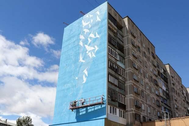 На стене рухнувшего в Магнитогорске дома полетели белые птицы