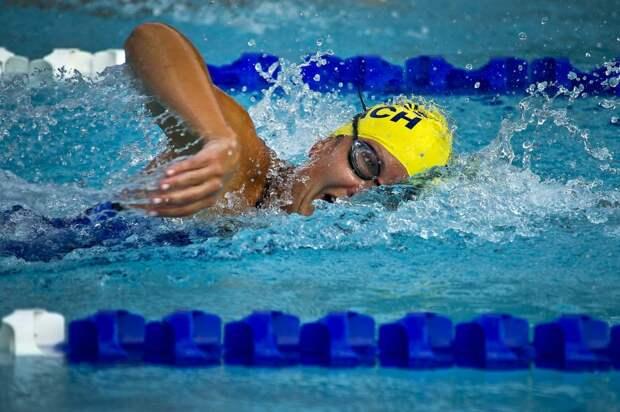 Пенсионеры из Ростокина завоевали два «золота» на окружной спартакиаде по плаванию