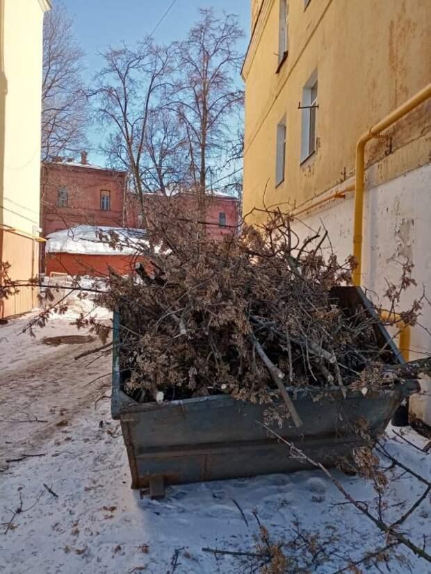Мусорный бункер в 1-ом Лихачевском вывезут в течение дня – управа