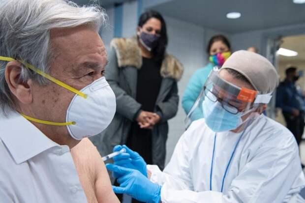 Генсек ООН сделал прививку от коронавируса
