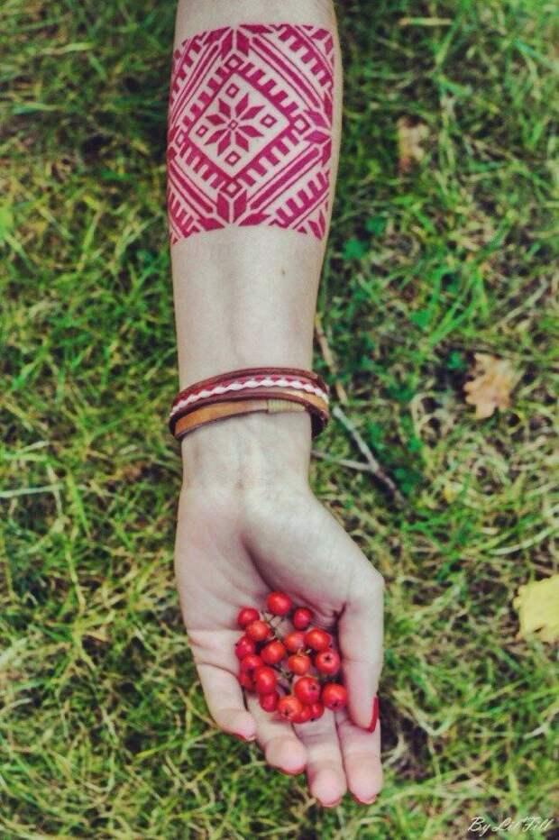вышивка крестиком на руке татуировка тату