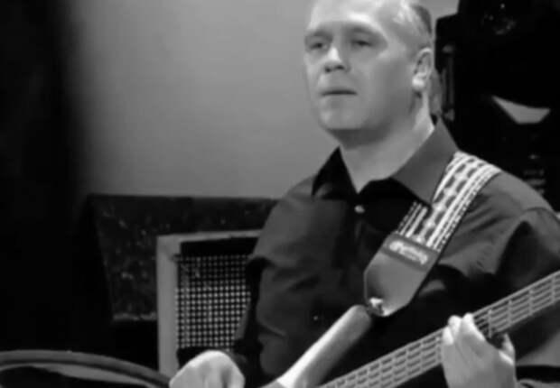 Буйнов сообщил о смерти своего гитариста от коронавируса: Я плакал, как в детстве