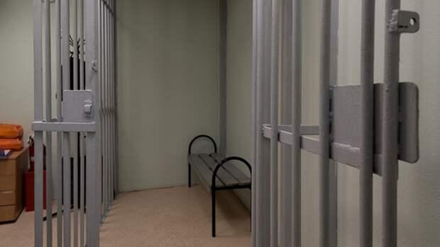 Подозреваемый во взяточничестве следователь СК арестован в Саратове