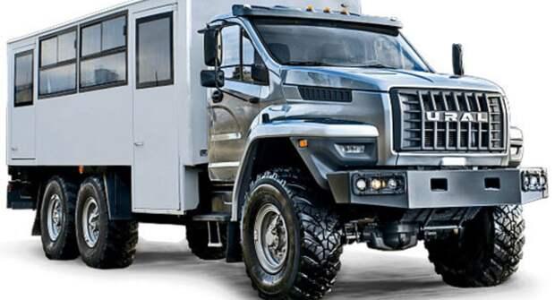«Урал» показал автобус-внедорожник с караоке