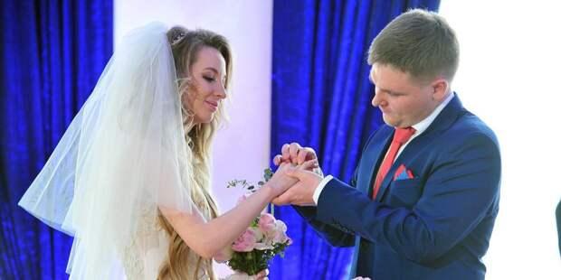 Некоторые пары предпочитают создавать для свадьбы особую романтическую атмосферу / Фото: mos.ru