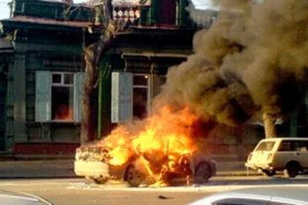 Иномарка взорвалась в Екатеринбурге, когда ее водитель закурил в салоне