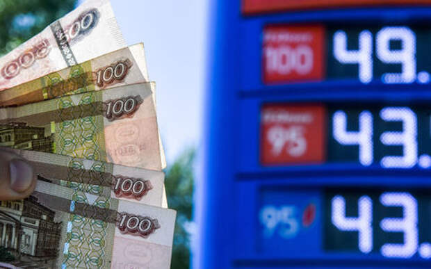 Рост цен на бензин: чиновники запутались, что им делать и говорить