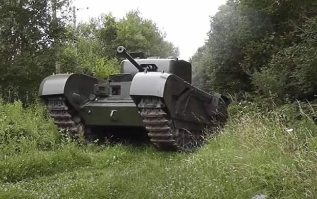 Британский Mk.IV «Churchill» - пехотный танк, официально названный не в честь Уинстона Черчилля