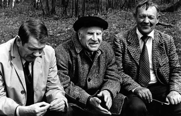 Лев Семёнович любил собираться с коллегами для чтения и обсуждения трудов разных выдающихся учёных.